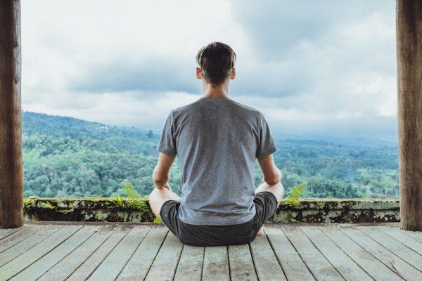 Medidation führt zu geistiger und körperlicher Entspannung.