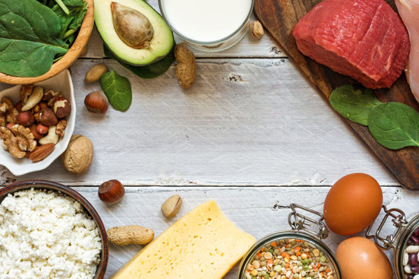 Eier, Fleisch und Nüsse sind gute Quellen für B-Vitamine