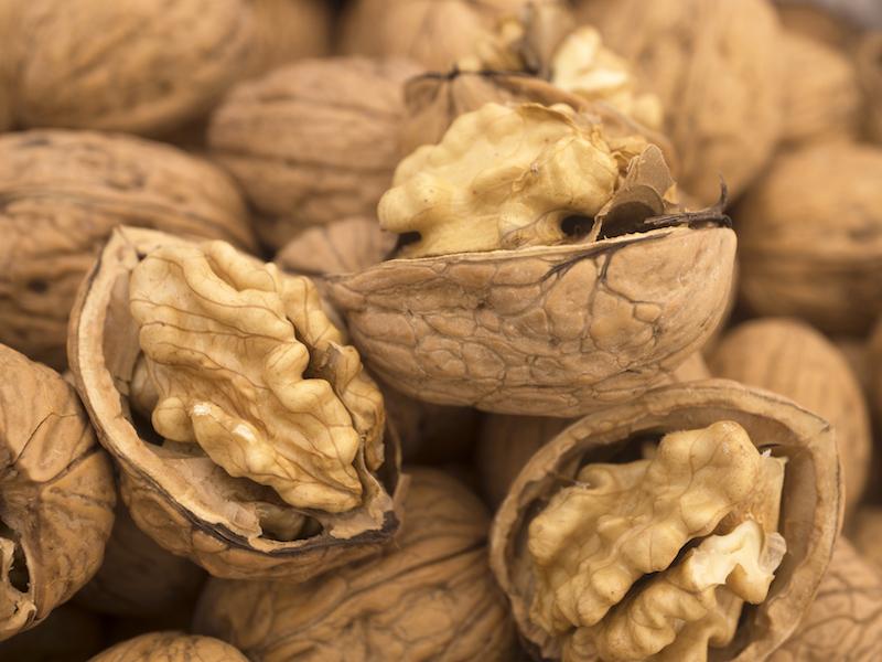 Nüsse und pflanzliche Öle sind gut für deine Herzgesundheit.