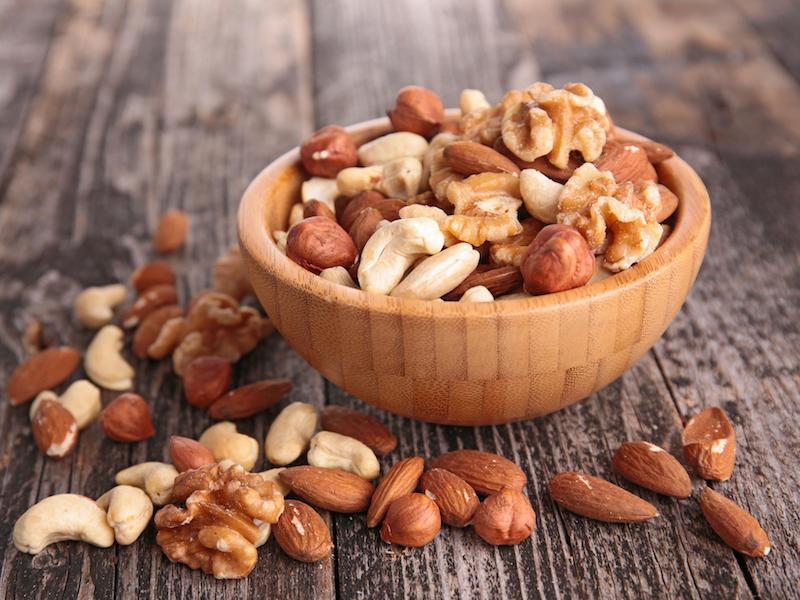 Dein go4health Honig-Rosmarin-Nuss-Mix ist ein gesunder Snack, der essentielle Fettsäuren liefert.