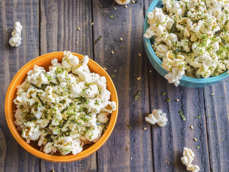Gesunde Snacks wie Pikantes Paprika-Thymian-Popcorn sind nährstoffreich