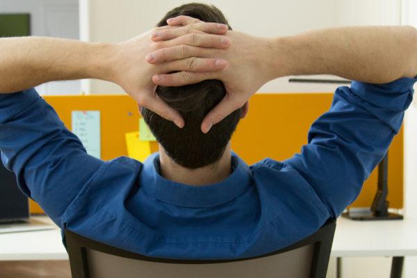 Nackenverspannungen vorbeugen und bekämpfen.