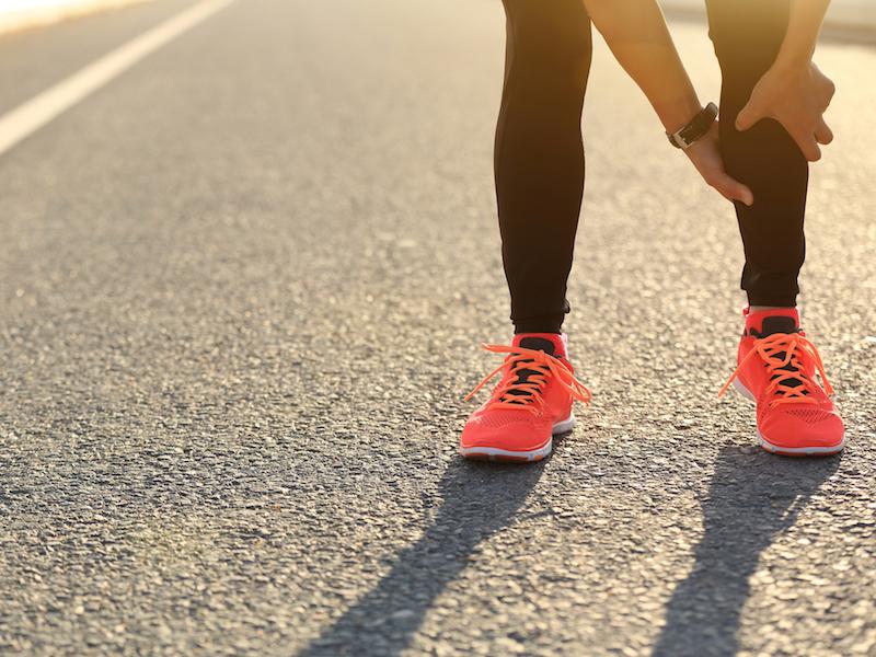 Muskelkrämpfe können ein Anzeichen für Magnesiummangel sein.