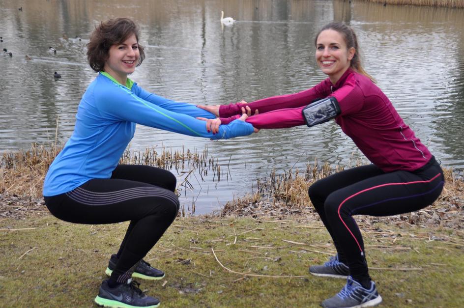 Kniebeugen eignen sich gut für das Partner-Workout.