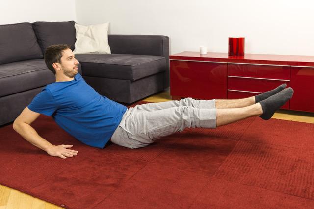 """Der """"Körperstrecker"""" zählt zu den wichtigsten Übungen gegen Rückenschmerzen."""