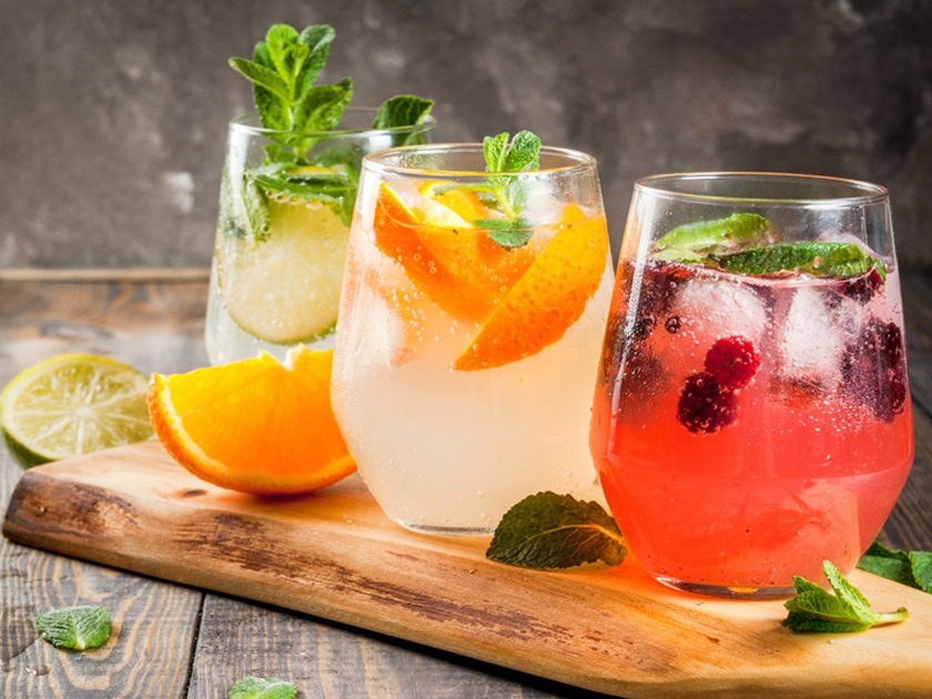 Verwöhne dich mit fruchtigen Cocktails bei deinem Urlaub zu Hause!