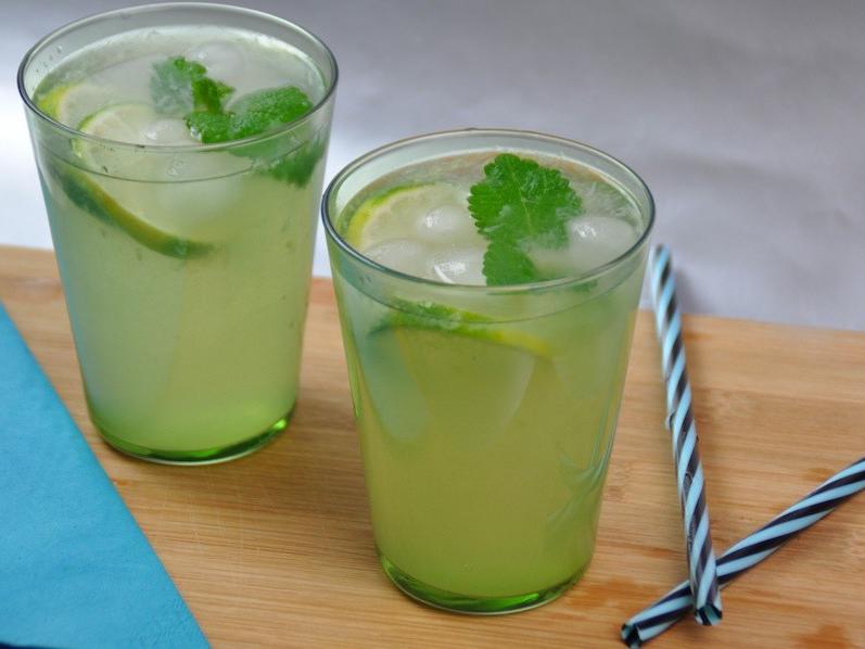 Sommergetränke, wie der alkoholfreie Wake-up Mocktail sind schnell zubereitet und schmecken.