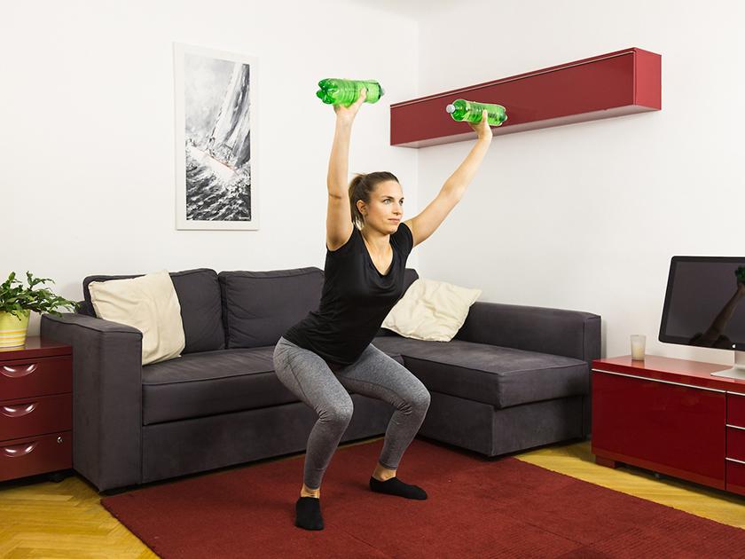 Eigengewichtsübungen in einem hohen Intensitätsbereich eignen sich gut als effektives Kurztraining.
