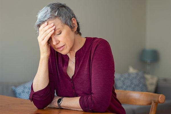 Du bist ständig müde und angeschlagen? Diabetes-Typ-2 macht sich unter anderem mit diesen Symptomen bemerkbar.