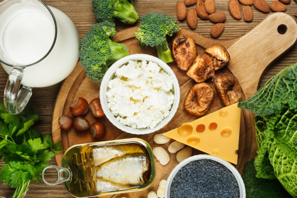 Calciumhaltige Lebensmittel lassen sich zu köstlichen Sporltermahlzeiten verarbeiten.