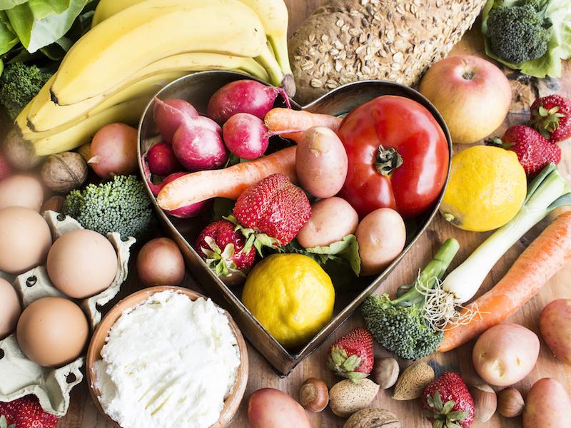 Obst und Gemüse enthalten Mikronährstoffe wie Vitamin C und Kalium.