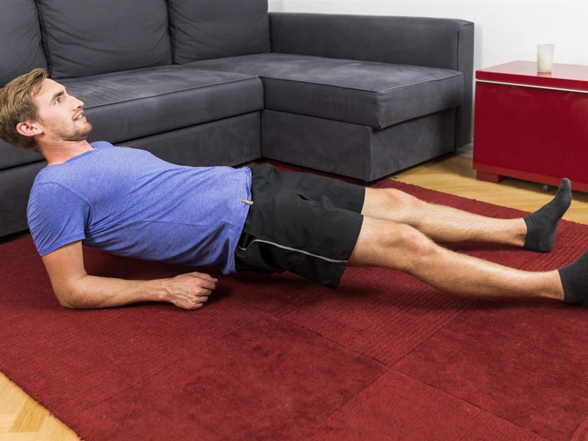 Der Plank rücklings stärkt deine hinteren Muskelketten.