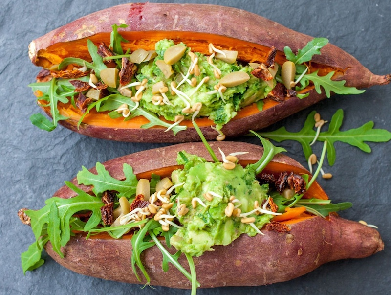 Calciumhaltige Lebensmittel, wie gefüllte Süßkartoffeln wirken sich positiv auf die Muskulatur aus.